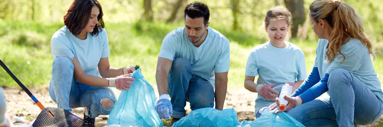 volunteers cleaning the trash